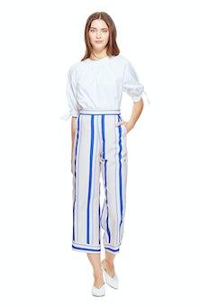 <ul><li>3/4 sleeve cotton blouse</li><li>Loose fit</li><li>Tie sleeve detail</li><li>97% Cotton 3% Elastane</li><li>Dry Clean Only</li></ul>
